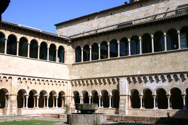 Cloître St-Cugat